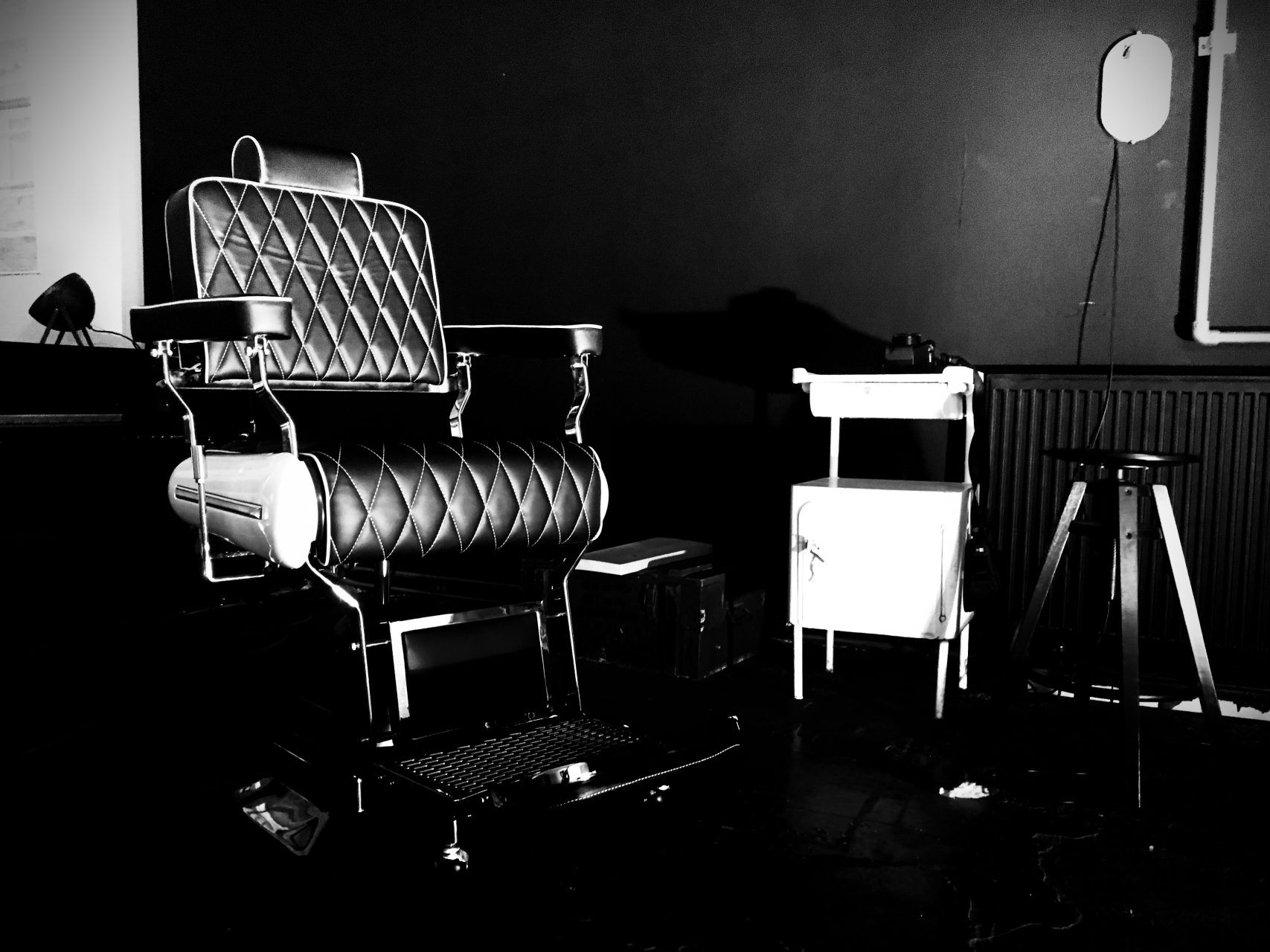 My Barberchair arrived today. Just a few days left till the opening. excited!